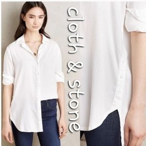 Anthro Cloth and Stone side button classic blouse